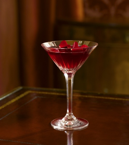 POM Fleur cocktail, pomegranate martini, pomegranat cocktail, red martini