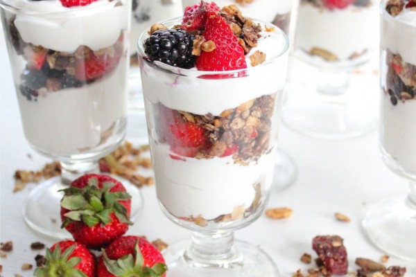 yogurt-parfait-berries