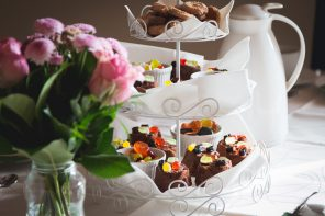Make a Perfect Combo of Cakes and Flowers For 4 Important Occasions